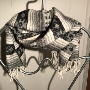 Accessories - Beautiful vintage traditional,  patterned scarf.